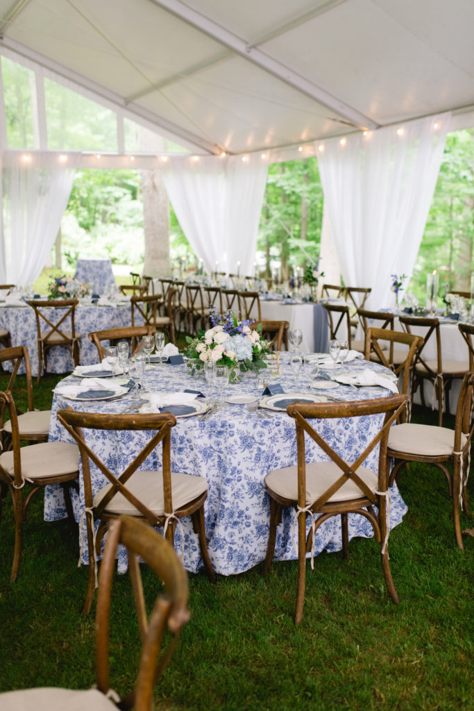 Blue and white wedding elegant in a tent
